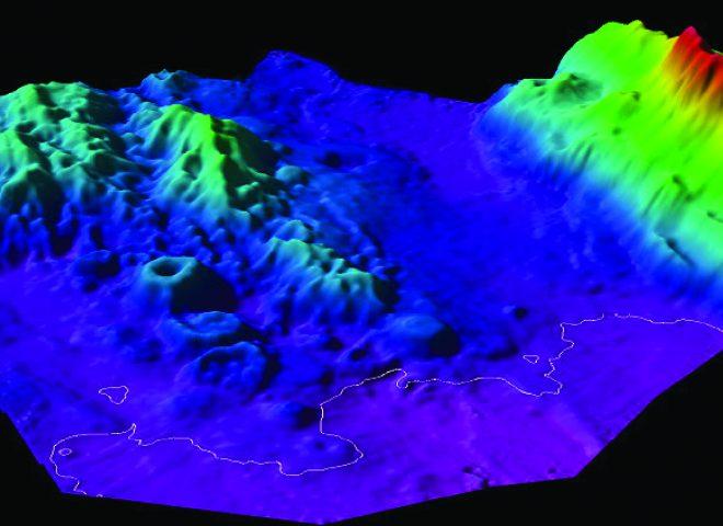 Ejemplo de resultado que se obtiene con el uso de Ecosonda de barrido EM122, mostrando topografía del fondo oceánico, donde se observan rasgos morfológicos de interés científico. (Alejandro Tassone)