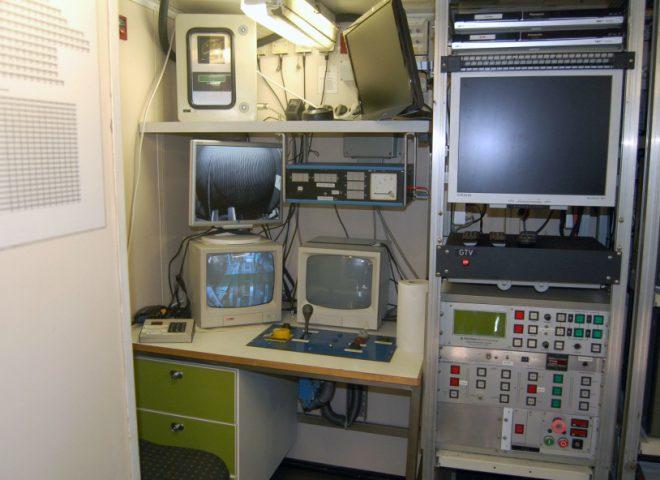 Gabinete con sistema de control para operación de muestreo de fondo marino, con diversas herramientas como piston core, multi core, box-core, dragas de arrastre, etc. (Alejandro Tassone)