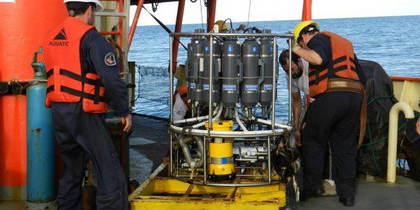 Campaña Oceanográfica Buque Puerto Deseado Octubre 2013. Fuente: Alberto Piola.