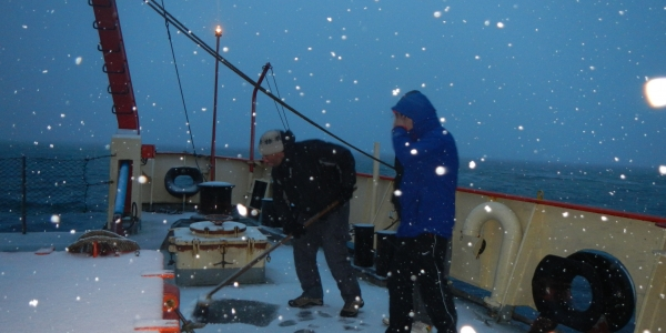 Navegando bajo la nieve. Fuente: Gregorio Bigatti.