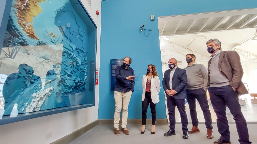 El ministro de Ciencia visitó en Puerto Madryn el Ecocentro Pampa Azul y anunció obras por $20 millones